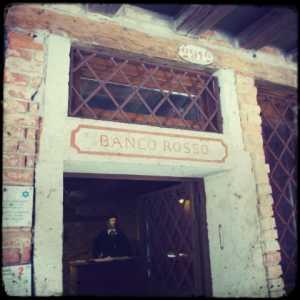 L'insegna storica del Banco Rosso.