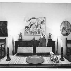 Peggy Guggenheim nella sala da pranzo di Palazzo Venier dei Leoni, Venezia, anni '60.